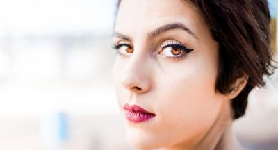 4 greseli pe care le fac femeile cand aplica tusul de ochi