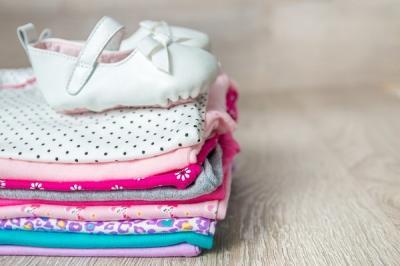 Ce haine pentru bebelusi sa cumperi atunci cand vrei sa le faci cadou unei proaspete mamici