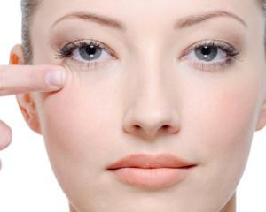 6 trucuri pentru a-ti ingriji zona sensibila a ochilor