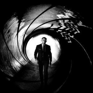 Cercetatorii spun ca James Bond este alcoolic
