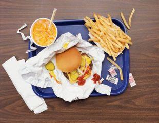 Junk food duce la obezitatea copiilor, chiar daca fac sport