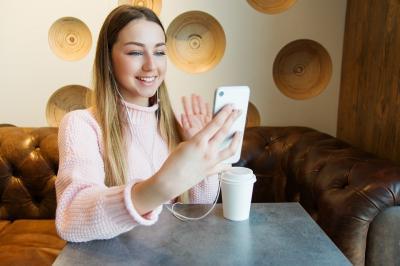 5 activitati pe care le poti face cu prietenii in ciuda distantarii sociale