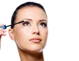 Se poarta implantul de bijuterii pe globul ocular