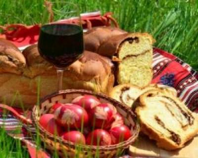 Sfaturi pentru masa de Paste: tot ce trebuie sa stii despre vopseaua de oua, cozonacul si vinul din comert
