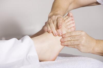 Cum sa faci masaj la picioare: vezi harta punctelor de reflexoterapie!