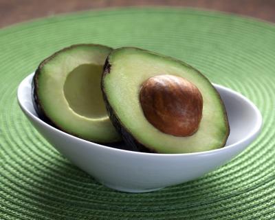 Masca cu avocado pentru ten: doua retete simple si cu efecte rapide