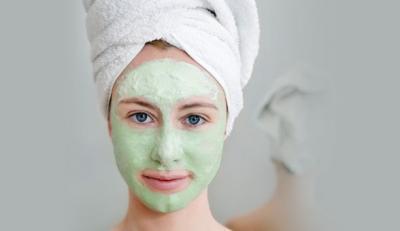 3 idei de masti cu argila verde pentru o piele perfecta
