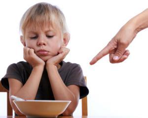 Nutritia la copii: cum ii convingem sa manance atunci cand refuza