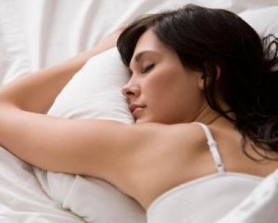 Noptile pierdute pot duce la obezitate. Cate ore trebuie sa dormi, in functie de varsta