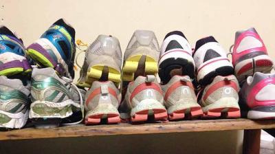 Mai multe perechi de pantofi, vandute cu 850.000 de dolari