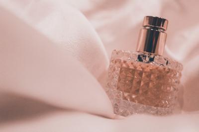 5 cele mai indragite esente de parfum pentru femei