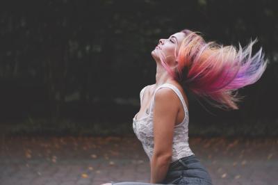 Trend alert! Parul in nuante opal face senzatie pe Instagram