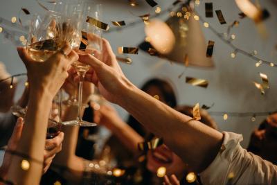 Cum sa organizezi o petrecere in timp util: idei si sfaturi