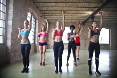 Exercitii usoare pe care le poti face la birou pentru a-ti detensiona musculatura