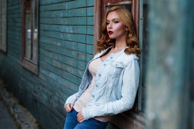 6 pozitii de pozat pentru femeile care nu sunt fotogenice