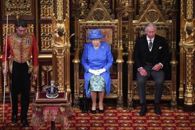 Regina Elisabeta a II-a isi va aniversa Jubileul de Platina