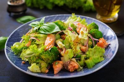 Delicios! Salata de broccoli si slanina crocanta