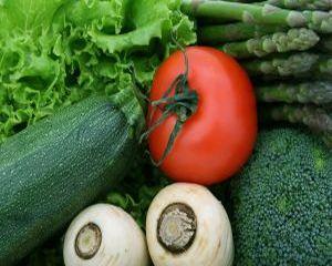Reteta pentru vegetarieni: Salata de quinoa cu legume