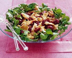 Salata cu putine calorii pentru cina. Reteta recomandata de Carmen Bruma