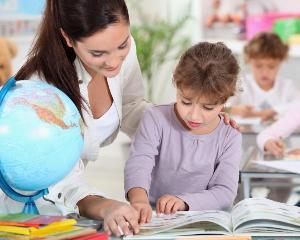 Elevii incep scoala fara manuale