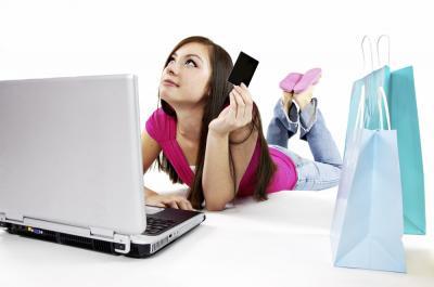 Pasionata de shopping? Cumparaturile online, mai ieftine fata de cele din magazin