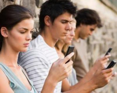 Cand folosesc romanii smartphone-ul cel mai des