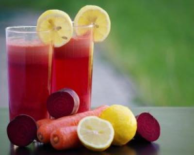 Ce beneficii aduce sucul de mere, morcovi si sfecla rosie