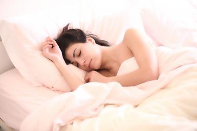 Somnul insuficient poate afecta fertilitatea femeilor