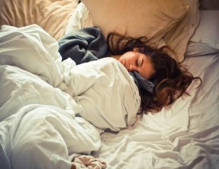 6 mituri despre imbatranire si somn
