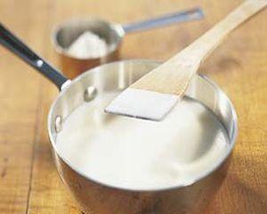 Cum se prepara sosul Bechamel