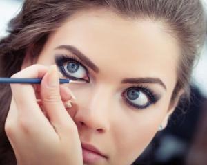 Trucuri de make-up pentru ochi mai mari