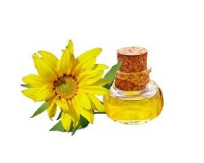 Prepara in casa cel mai bun remediu universal: uleiul de galbenele