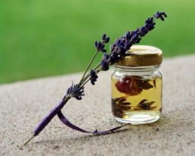 5 uleiuri esentiale pentru optimism
