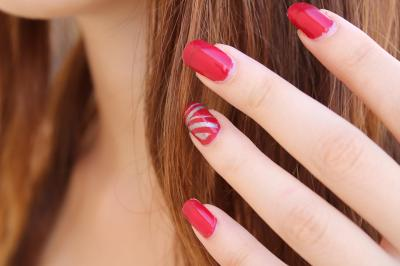 5 modele de unghii rosii cu care vei face furori