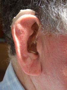 Fumatul pasiv, asociat cu riscul de deficiente auditive