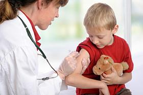 Elevii ar putea fi vaccinati de medicul de familie, si nu in cabinetele din scoli