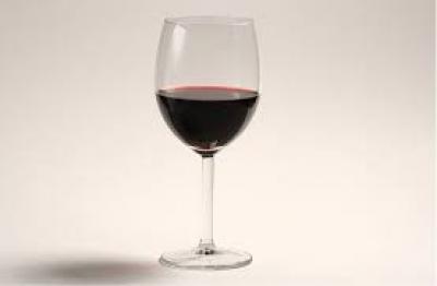 Beneficiile vinului rosu! Bea un pahar de vin la cina