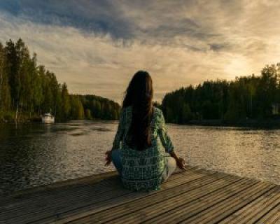 Sciatica: exercitii de Yoga care inlatura durerea in numai 15 minute