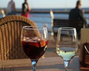 E timpul petrecerilor de vara! 4 retete delicioase de Sangria