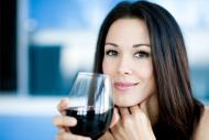 Femeile casatorite consuma mai mult alcool decat cele singure