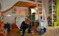 Idei pentru a inveseli camera copilului: aplicatii, decoratiuni, picturi murale si multa organizare