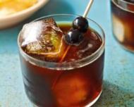 2 cocktailuri speciale pentru petrecerea de Craciun