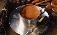De ce e sanatos sa bem ciocolata calda