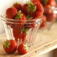 Fructe medicament: Capsunile cresc nivelul de antioxidanti din sange si previn bolile cronice