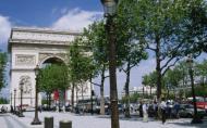 Faci shopping pe Champs-Elysees? E cea mai scumpa artera comerciala din Europa