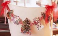 Decoratiuni de Craciun DIY: Ghirlanda din felicitari vechi