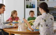 Bunele maniere la masa pentru copii. Cele 4 reguli de aur.