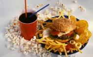 Noua lege a sanatatii ar putea introduce taxa pe fast food si pe berea cu alcool. Tu ce parere ai?