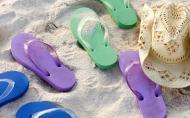 Sandalele de plaja nu sunt foarte bune pentru sanatatea piciorului, daca le porti zilnic. Poti face platfus si te poti rani din cauza lor