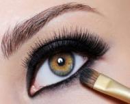 Cum sa aplicam eyeliner-ul